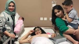 Kabar Selebritis - Caca Tengker Telah Melahirkan Bayi Perempuan, Nagita Slavina Menangis
